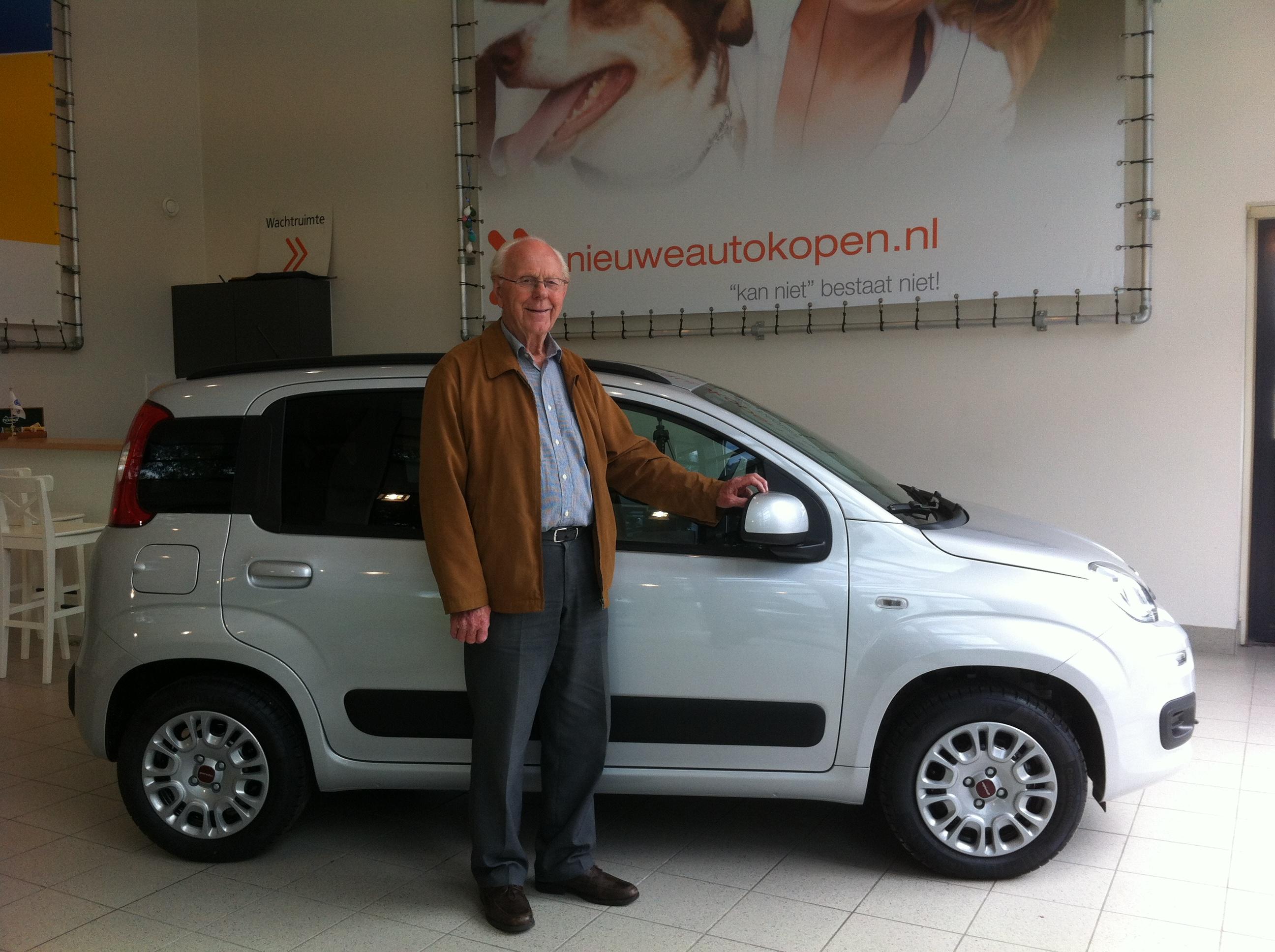 Aflevering nieuwe Fiat Panda | Online gekocht door 90-jarige |